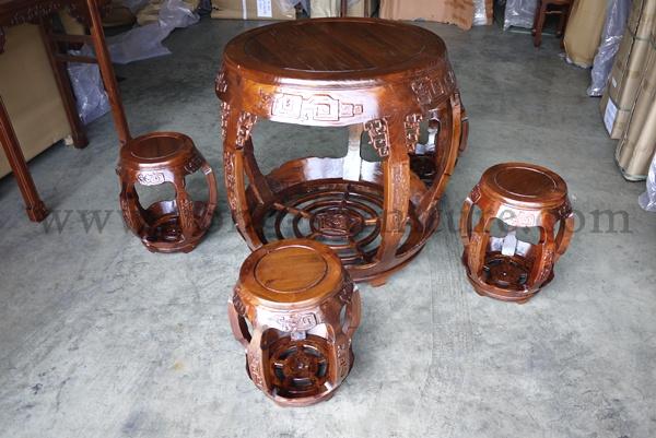 ชุดโต๊ะกลมพร้อมเก้าอี้ลายมังกร 3 ที่นั่ง