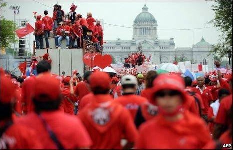 คมดาบซากุระ 2 : เสื้อแดงได้อะไร ? โดย ชวินทร์ ลีนะบรรจง และ สุวินัย ภรณวลัย (8 กุมภาพันธ์ 2555)