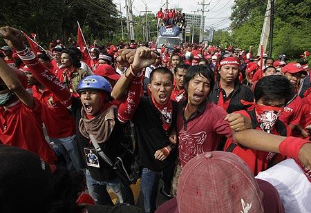 """คมดาบซากุระ 2 : """"แพ้"""" ทั้งแผ่นดิน เพราะปัญญาชนแดง ตอนที่ 2 โดย ชวินทร์ ลีนะบรรจง และ สุวินัย ภรณวลัย (6 มิถุนายน 2555)"""