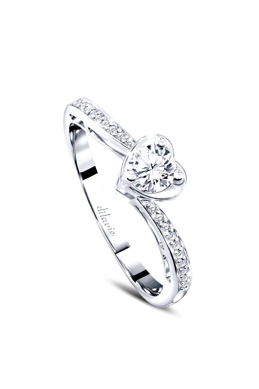 แหวนเพชรกลมดีไซน์ทรงหัวใจ