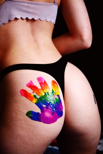 เปิดโลกแห่งการเย็ดแบบอิสระกับ กางเกงทอม ที่พร้อมจะมอบความสุขให้กับคนทุกเพศ!