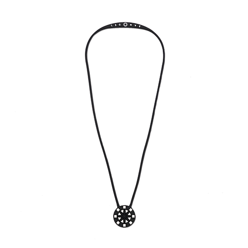 studs necklace BlackxWhite