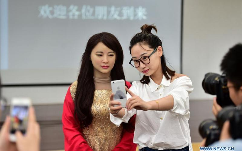 """""""Jia Jia"""" the first robot in China that can naturally interact with human"""