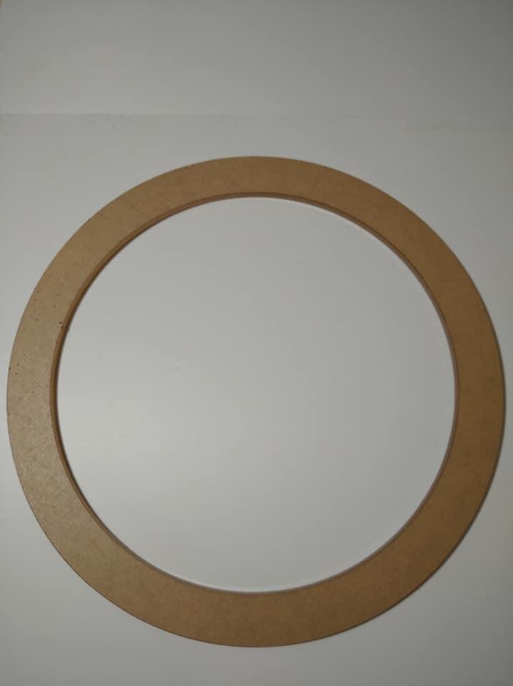 แผ่นอะคริลิคใส วงกลม หนา 5 mm. เส้นผ่านศูนย์กลาง 22 cm. เจาะรูกลาง 18 cm.