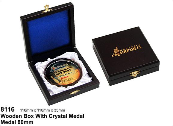 กล่องไม้สำหรับ เหรียญโล่คริสตัล รหัส 8116