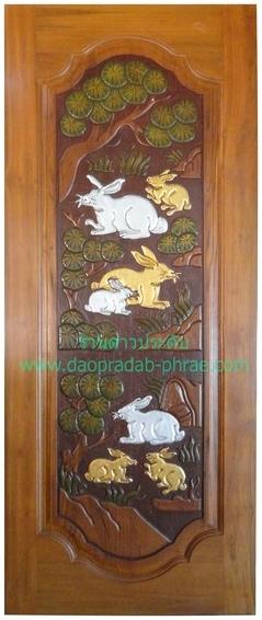 ประตูไม้สัก กระต่ายต้นไม้เต็มบาน