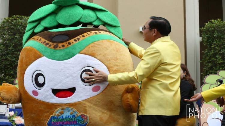 PM visited innovative researches and smashed mascot, prior to launching cabinet meeting