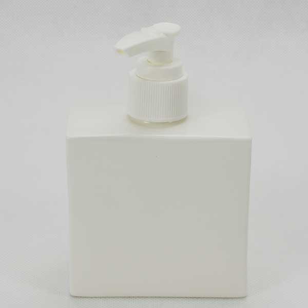 soap dispenser White 8x4x8 cm. 250 ml.