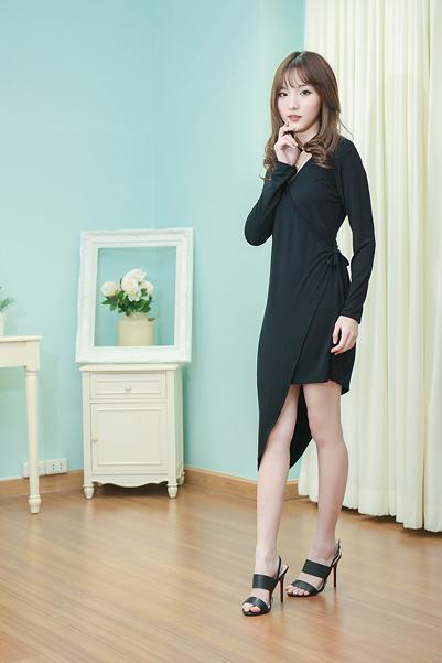 Line Deep Bodycon Dress