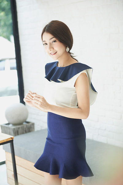 Midday Wide Wrap Frill Top