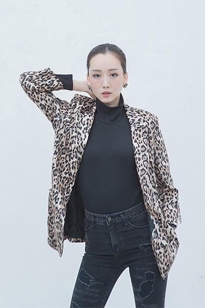 O11511 Leopard Lady Blazer