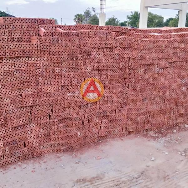 อิฐแดง 2 รู ขนาด 3x6x14 ซม. หน้างาน บริษัทชลบุรี ซิตี้ ฮอนด้า ออโตโมบิล จำกัด