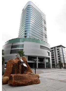 อาคารสำนักงานและพลาซ่า