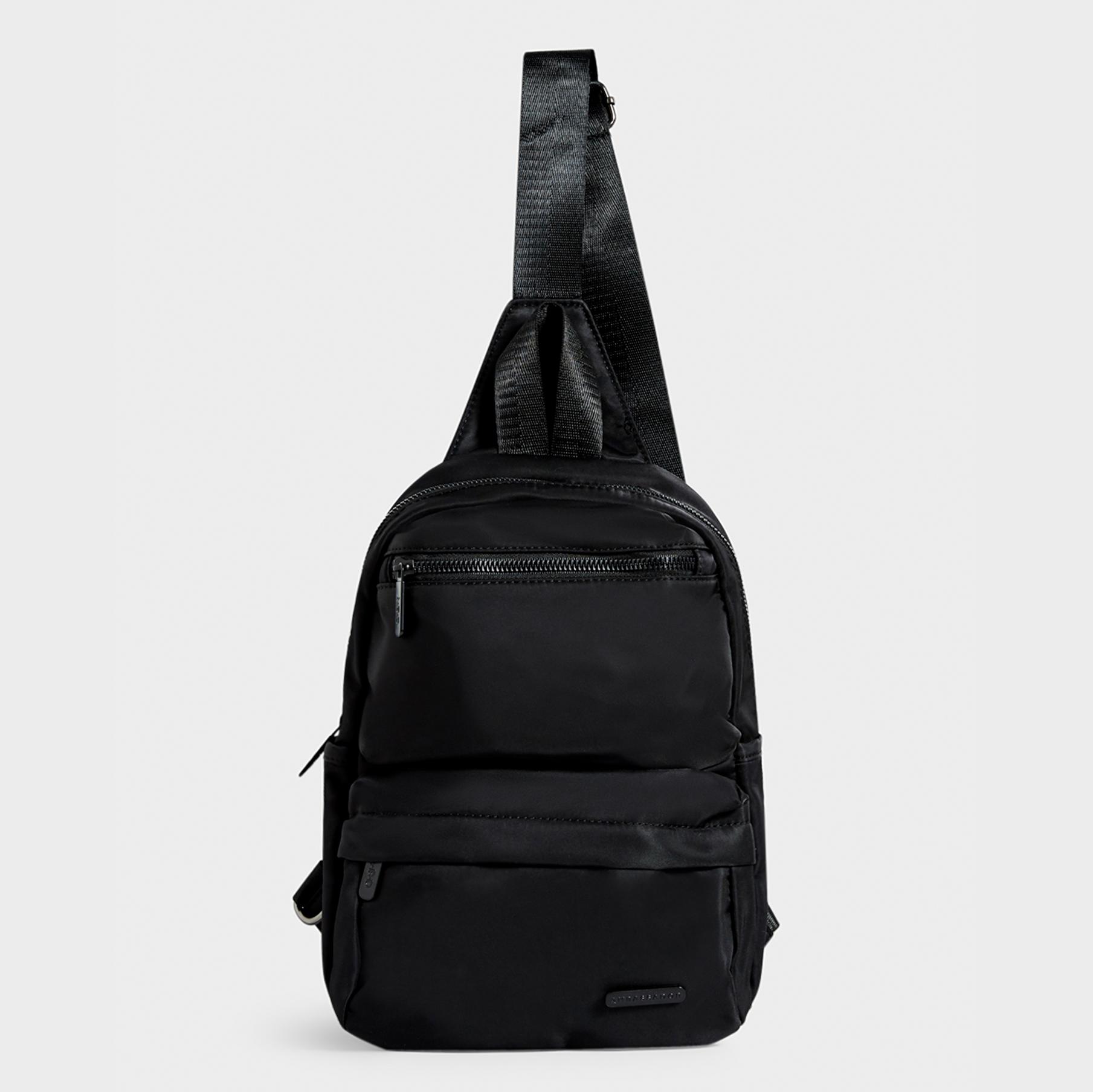 WEEKEND SLING BAG : Black