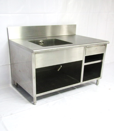 CHEF'S COUNTER WITH SINK