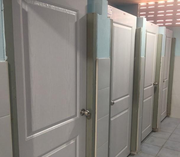 ประตูUPVCสำหรับบานประตูห้องน้ำ โรงเรียนปทุมวิไล