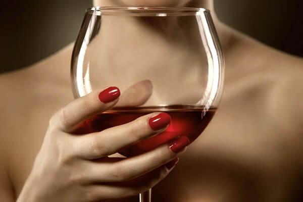 4 เคล็ดลับการใช้ ไวน์แดง กับการดูแลสุขภาพผิวหน้า
