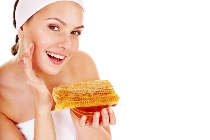 5 วิธีที่น้ำผึ้งสามารถทำให้คุณสวยขึ้นได้