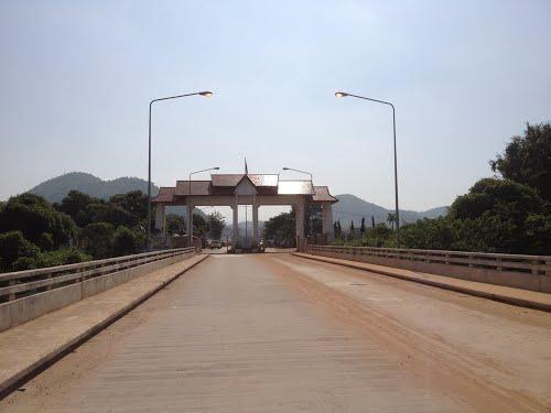 สะพานมิตรภาพ ไทย-ลาว แม่น้ำเฮือง