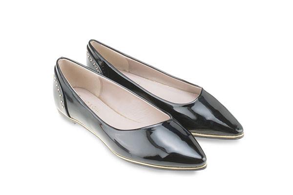 Mac & Gill รองเท้าส้นแบน Black Studded Flats ดำเงา