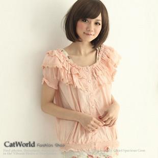 [[พร้อมส่ง]] ยี่ห้อ Catworld เสื้อคอยางยืดมีระบายลูกไม้ที่คอเสื้อ 2 ชั้น แขนสั้น เอวจั๊ม เนื้อผ้าใส่สบาย