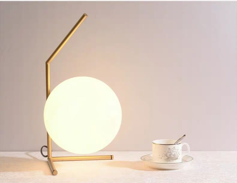 โคมไฟตั้งโต๊ะ 8822