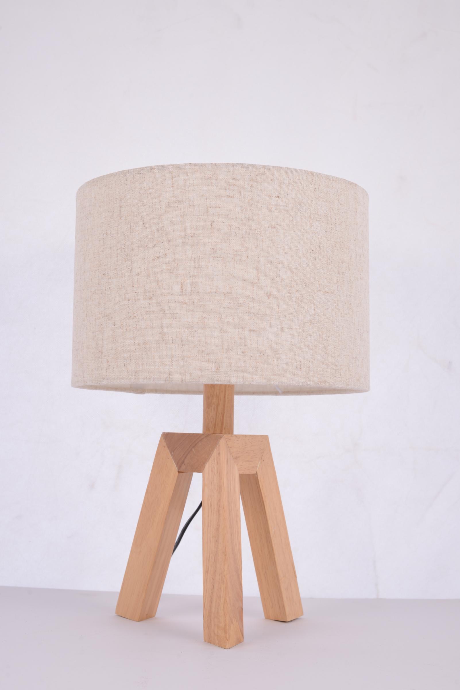 โคมไฟตั้งโต๊ะ 65016