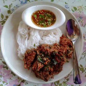 Kanumjean-Thotman (Fermented rice-flour noodles with fried fish cake)