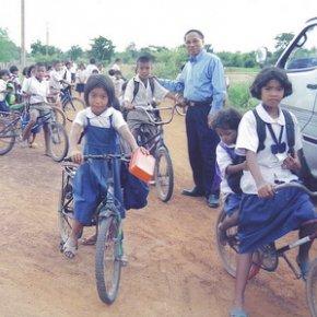 รถจักรยาน...เพื่อน้องผู้ยากไร้ & ห่างไกลโรงเรียน