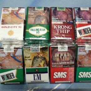 บุหรี่ อีกหนึ่งสิ่งที่คนรู้ว่าอันตรายต่อสุขภาพแต่ก็ยังนิยมสูบกันเป็นนิจ บ้างก็ว่าช่วยให้คลายเครียด บ้างก็ว่าช่วยให้หายเหนื่อย หลากหลายเหตุผลแตกต่างกันไป จนทำให้บุหรี่เป็นสินค้าที่ขายดิบขายดีกันเป็นเทน้ำเทท่า มาดูกันว่าบุหรี่ยี่ห้ออะไรบ้างที่ติดอันดับยอดนิ