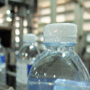 เลิกใช้พลาสติกหุ้มฝาขวด! ดีเดย์ 1 เม.ย. นี้ ลดปัญหาขยะ 2,600 ล้านชิ้นต่อปี