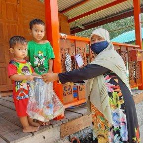 อาหารกลางวันของเด็กๆศูนย์พัฒนาเด็กเล็กนูรุลฮูดา