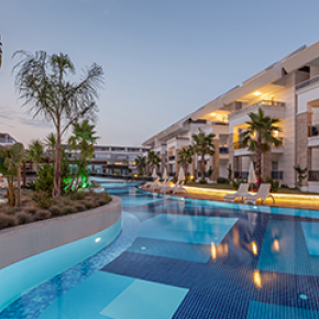 The swimming pools allow to kick back and enjoy