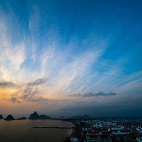 คุณชอบถ่ายแนวภาพอะไรเหรอ... ตอบ : city scape กึ่ง sea scape กับอีก 4 ส่วน 5 sky scape ครับ