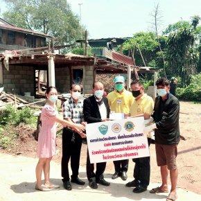 3 องค์กร สมทบทุนมอบเงินเพื่อซ่อมแซมบ้านให้กับผู้ยากไร้