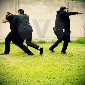 บอดี้การ์ดติดอาวุธ armed bodyguard