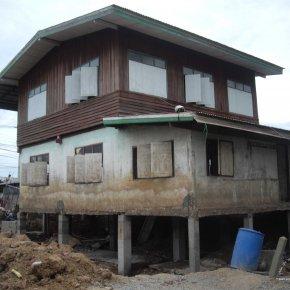 ผลงานดีดบ้าน 2 ชั้น ครึ่งไม้ครึ่งปูน บริษัท เอ็น แอนด์ ที คอนสตรัคชั่น(99) จำกัด