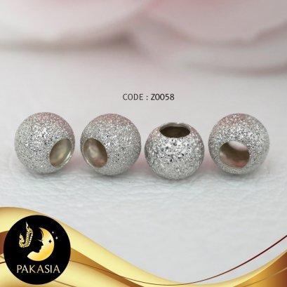 ชาร์มบอลกลมพ่นกากเพชรจิ๋ว จัดเซต 4 เม็ด ขนาดเส้นผ่านศูนย์กลาง 6 mm ชาร์มหน้ากว้าง 5 mm ขนาดรูเส้นผ่านศูนย์กลาง 3.5 มิลลิเมตร ตัวเรือนเงินแท้ 92.5 ชุบทองคำขาวพ่นกากเพชร / Z294 / อ294 / 28.2.64