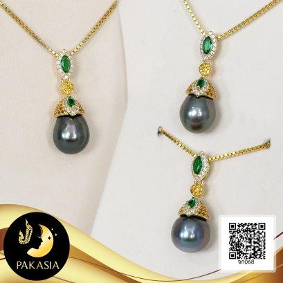 (ไม่รวมสร้อย) จี้ห้อยเพชร Emerald ทรงมาคีล้อมเพชร CZ ห้อยไข่มุกฝาครอบกรวยใหญ่ประดับเพชร ไข่มุกตาฮิติน้ำเค็มคัดเกรด สีดำ ทรงหยดน้ำ-บารอก ขนาด 9-10 mm  เกรด AA+ เงินแท้ 92.5 ชุบทองประดับเพชร CZ สี White, Emerald และ Golden Yellow / 19.5.64
