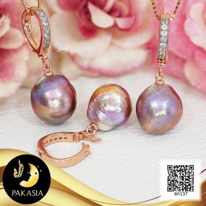 (ไม่รวมสร้อย) จี้งับห้อยไข่มุก ประดับพลอยแท้ White Topaz ไข่มุก Ripple Pearl  น้ำจืดคัดเกรด สีม่วง ทรงบารอก ขนาด 11-12.5 mm เกรด AA+ ตัวเรือนจี้งับ เงินแท้ 92.5 ชุบ Rose Gold ประดับพลอยแท้ White Topaz / 4.8.64