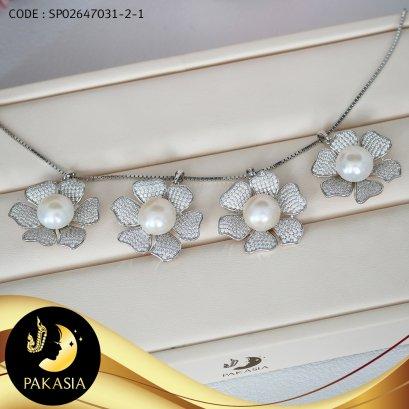 (ไม่รวมสร้อย) จี้ดอกลีลาวดี มุกน้ำจืดคัดเกรด สีขาว ทรงซาลาเปา ขนาด 11.5-12 mm เกรด AA+ ตัวเรือนเงินแท้ 92.5 ชุบทองคำขาว ประดับเพชร CZ / P665 / 3.3.64