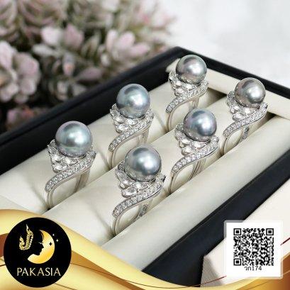 แหวนไข่มุกเกล็ดมังกร ไข่มุกตาฮิติ น้ำเค็มคัดเกรด สีเทา ทรงเซมิ ขนาด 10 mm เกรด AA+ ตัวเรือนแหวน เงินแท้ 92.5 ชุบทองคำขาว ประดับพลอยแท้ White Topaz 2.5 ct. / 13.6.64