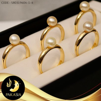 แหวนมุก Akoya เม็ดเดี่ยว สีทองธรรมชาติ ตัวเรือนแหวนเกลี้ยง เงินแท้ชุบทอง   / R791