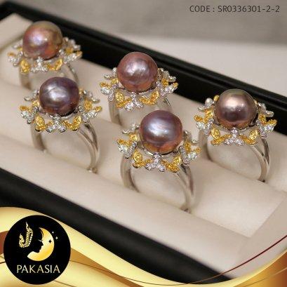 แหวนมุกเม็ดเดี่ยว มุกนำจืดเกรดพรีเมี่ยม ล้อมดอกลำดวน ตัวเรือนฐานดอกลำดวนเงินแท้ 92.5 ชุบ Two Tone ทอง-ทองคำขาว  / R790