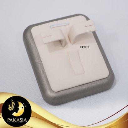 แท่นโชว์เซ็ตเครื่องประดับ ต่างหู จี้ แหวน ขนาด 5 x 6 x 4 cm หุ้มหนัง PU อย่างดี สีครีมและเทา ทำความสะอาดง่าย  / DP002/ ถ002