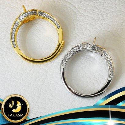 อะไหล่ตัวเรือน แหวนไข่มุกหัวชู บ่าข้างทรงเหลี่ยมประดับพลอย 3 ด้าน ตัวเรือนแหวน เงินแท้ 92.5 ประดับพลอยแท้ White Topaz ตัวเรือนแหวนปรับขนาดได้ มี 3 สีให้เลือก คือ สีทอง สีทองคำขาว และสี Pink Gold