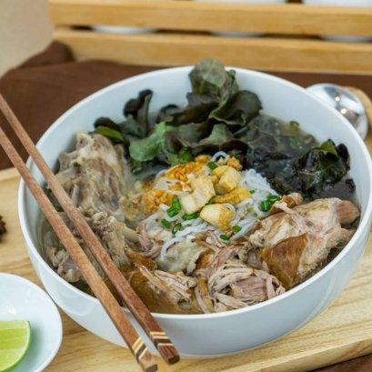 Keto Konjac Noodles in Stewed Pork Soup