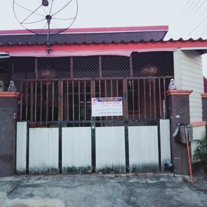 Townhouse for sale. Thepprathan Phon 8 Village, the price is lower, cheaper than this. Many free gifts, ready to move in