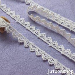 เทปผ้าลูกไม้ถัก สีขาวนวล กว้าง 1.4 ซม. ยาว 90 ซม.