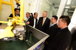 เบนซ์ จับมือ สวทช. ร่วมพัฒนาเทคโนโลยียานยนต์ไฟฟ้า